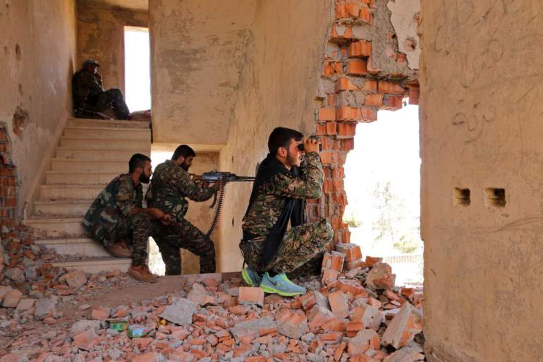 Kurdish People's Protection Units (YPG) fighters take up positions inside a damaged building in al-Vilat al-Homor neighborhood in Hasaka city, as they monitor the movements of Islamic State fighters who are stationed in Ghwayran neighborhood in Hasaka city, Syria July 22, 2015. A Syrian Kurdish militia said on Monday it was in near full control of the northeastern city of Hasaka, expanding its sway at the expense of the Damascus government in the wake of an Islamic State attack in the area. Full control of Hasaka - which was split between the Kurds and Damascus until last month - would be a major gain for the autonomous Kurdish administration that is fighting Islamic State in Syria in partnership with Washington. Picture taken July 22, 2015. REUTERS/Rodi Said - RTX1LKAL